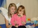 Nasi uczniowie i Mikołaj z wizytą w domu dziecka